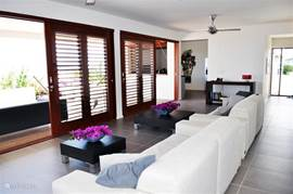 Living room with sliding doors to the terrace.