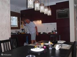 keuken met alle denkbare apparatuur