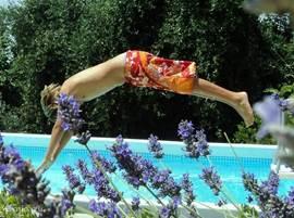 Een frisse duik in het eigen zwembad