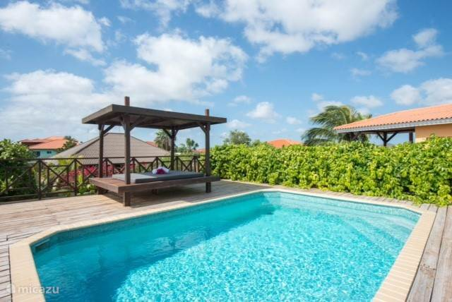 Heerlijk en zeer populaire tropenvilla met prive zwembad van Nederlandse eigenaren. Gelegen op een TOP locatie Jan Thiel.