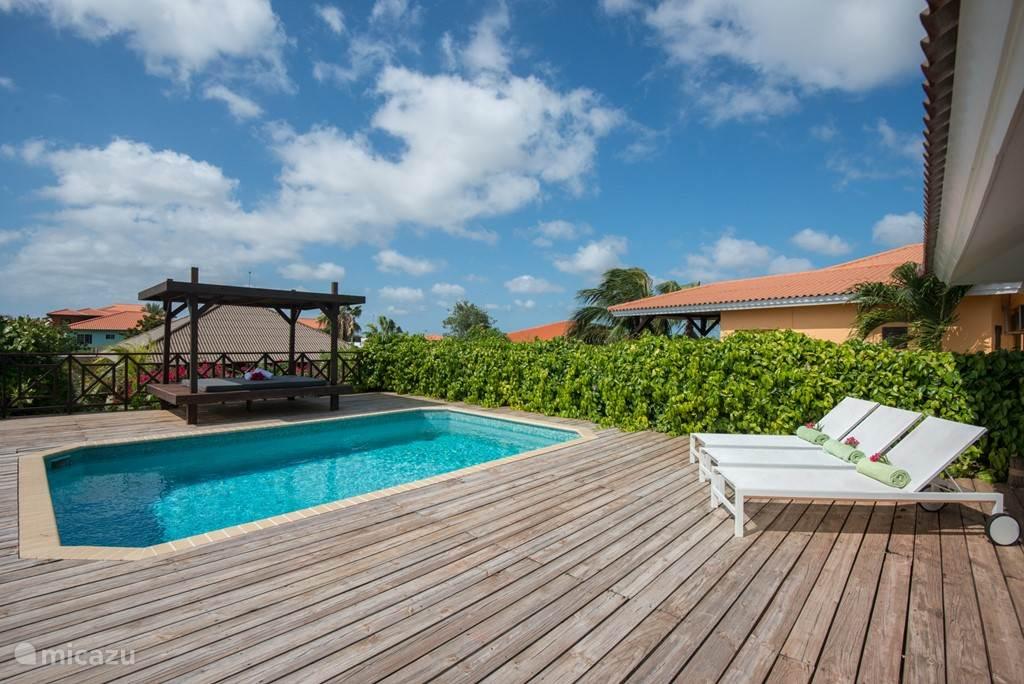 Mooi prive zwembad waar u in alle rust kan genieten van rust en privacy