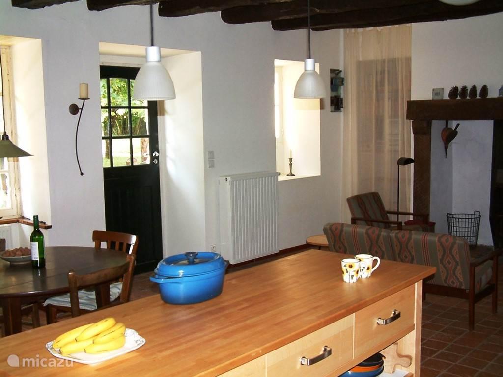 Kamer vanuit de keuken