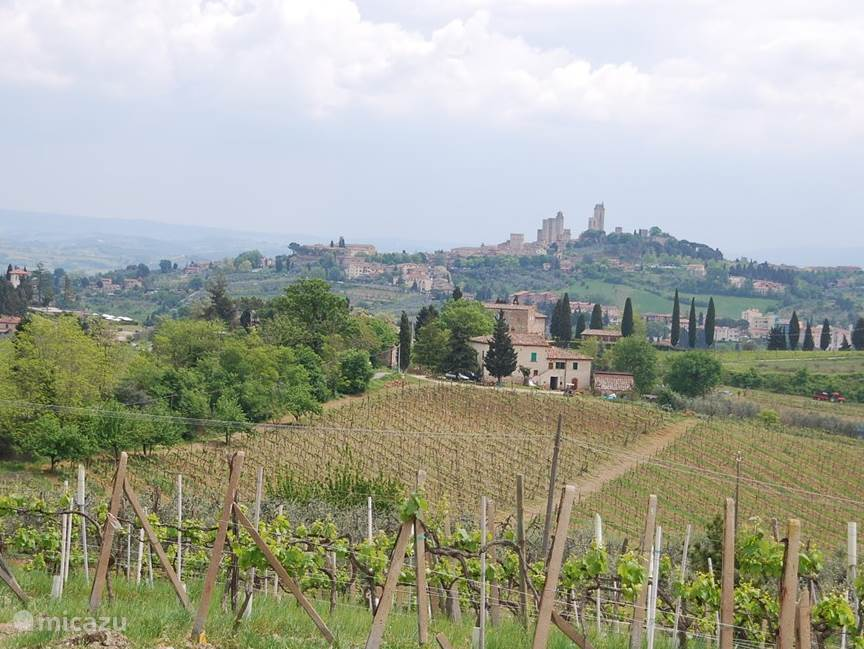 San gimignano, een aanrader om te bekijken. Vanaf de toren in de stad heeft u een schitterend uitzicht over het Toscaanse landschap...geweldig!!