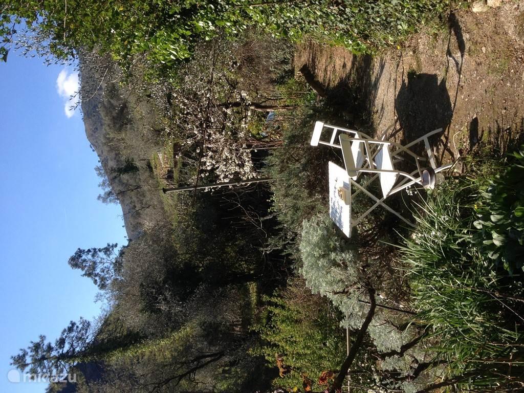 Het kleine terras in maart. In totaal zijn er 4 terrassen