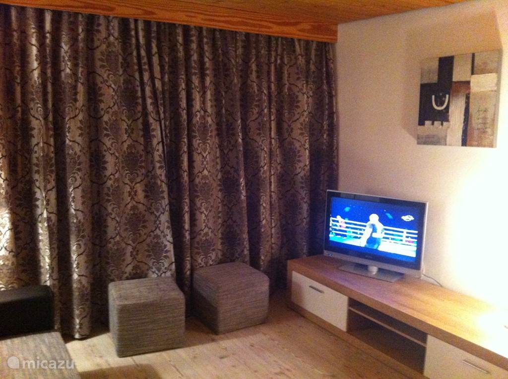 Sfeervolle zitruimte voor een heerlijke borrel of het kijken naar TV. Tevens is er een dvd speler aanwezig.