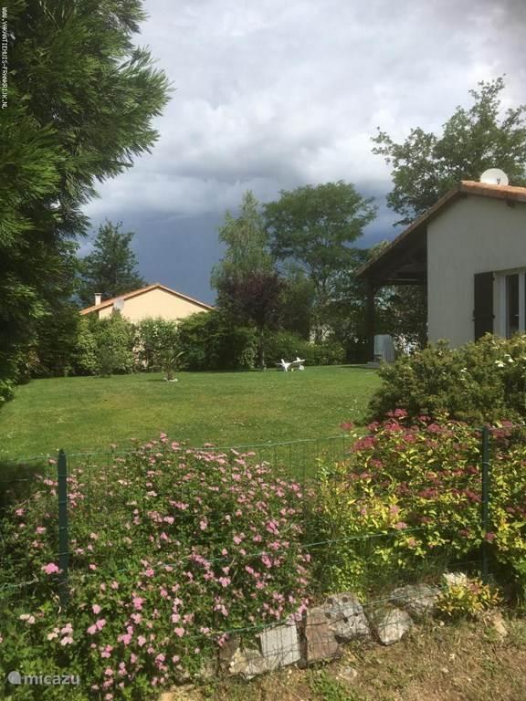 Vacation rental France, Charente, Écuras Bungalow Le Beau Chat