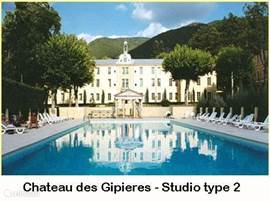 Domaine The chateau. Luxury apartments and studios in a chateau with swimming pool, tennis courts and jeux des boules.
