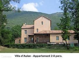 Villa d'Aulan. Vakantie-appartementen met terras, picknicktafels en prachtig uitzicht op Montbrun les Bains