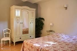 Slaapkamer met drie 1-persoonsbedden