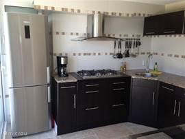 keuken in appartement, 5 pits gasstel en alles wat u nodig heeft.
