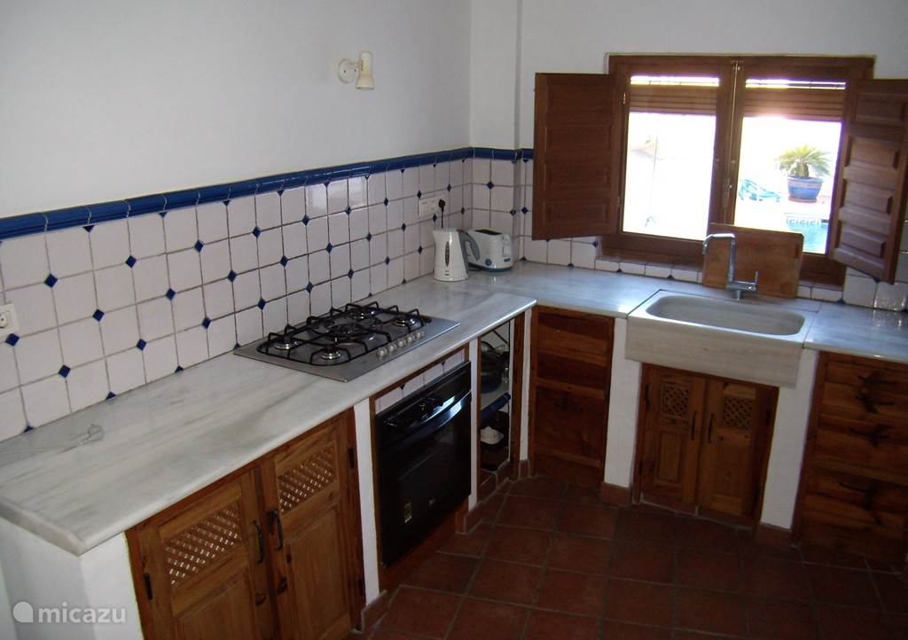 volledig uitgeruste keuken.