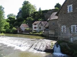 Een plaatje uit Ségur-le-Château. Waar gedurende Juli & Augustes maandags een leuke eetmarkt te bezoeken is.