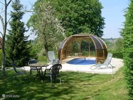 Het Zwembad waar u af en toe een lekker verfrissende duik kan nemen of om lekker even bij te komen als u een dagje uit geweest ben.