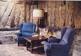 De comfortabele stoelen in de zithoek.