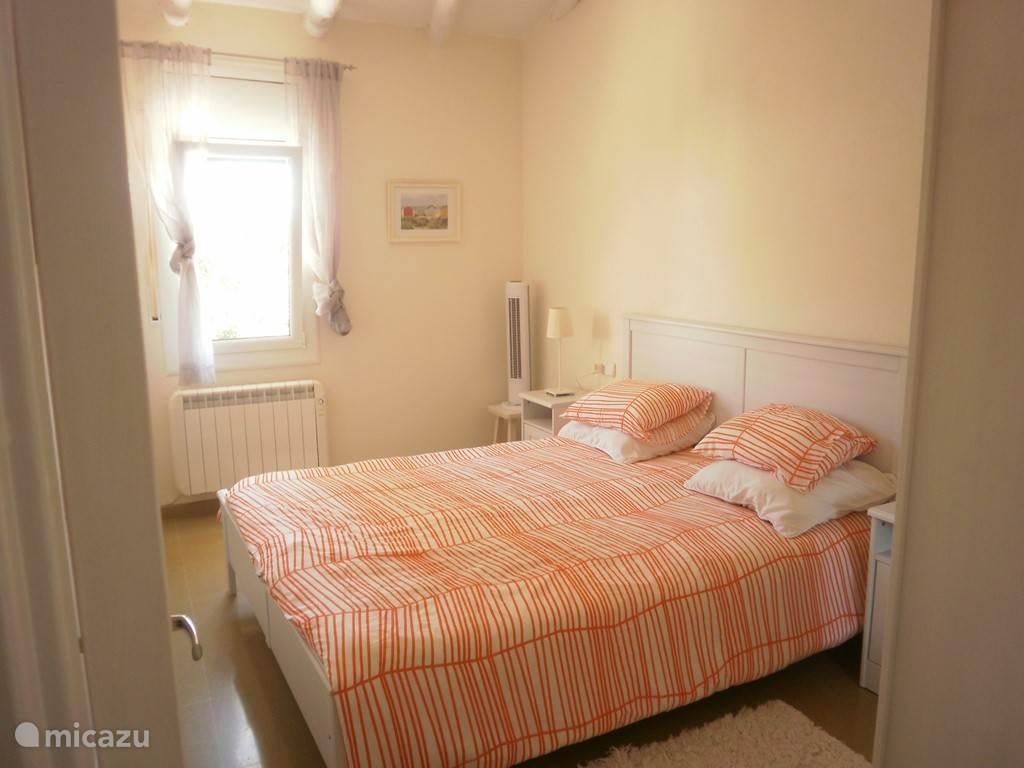 Slaapkamer met 1 vast 2 persoonsbed
