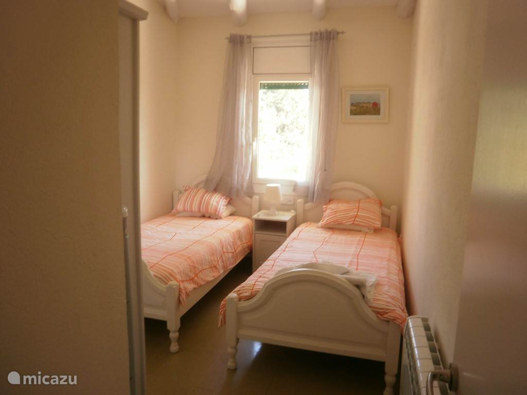 Slaapkamer 2 losse bedden