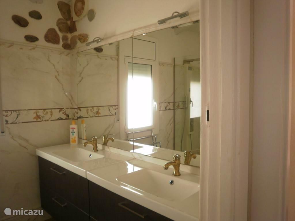 Heerlijke badkamer met douche