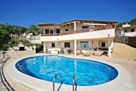 Vakantiehuis Bella Roma ligt op ongeveer 6km van Lloret de Mar aan de Costa Brava in Spanje.