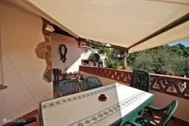 Het balkon biedt u voldoende schaduw.
