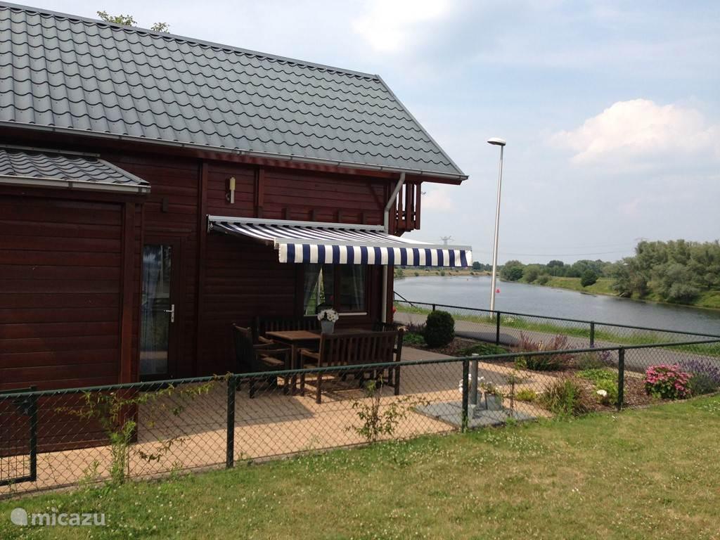 Vakantiehuis België, Limburg, Maaseik chalet Viva la vie