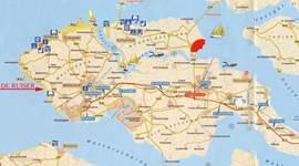 Gelegen aan het zuidstrand van Walcheren. Middelburg en Domburg op ongeveer 10 km.