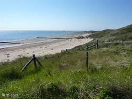 De mooie stranden van Zoutelande en Groot-Valkenisse. Uitgeroepen in juli 2011 tot beste strand van Nederland (Zoover)