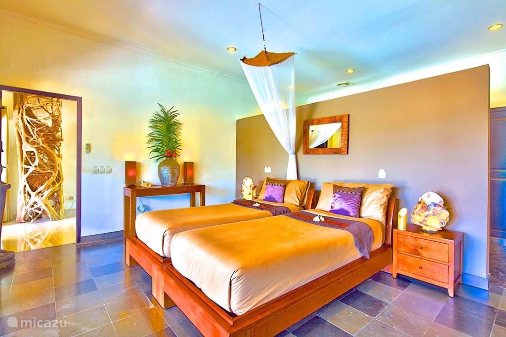 slaapkamer 1 met airco en klamboe