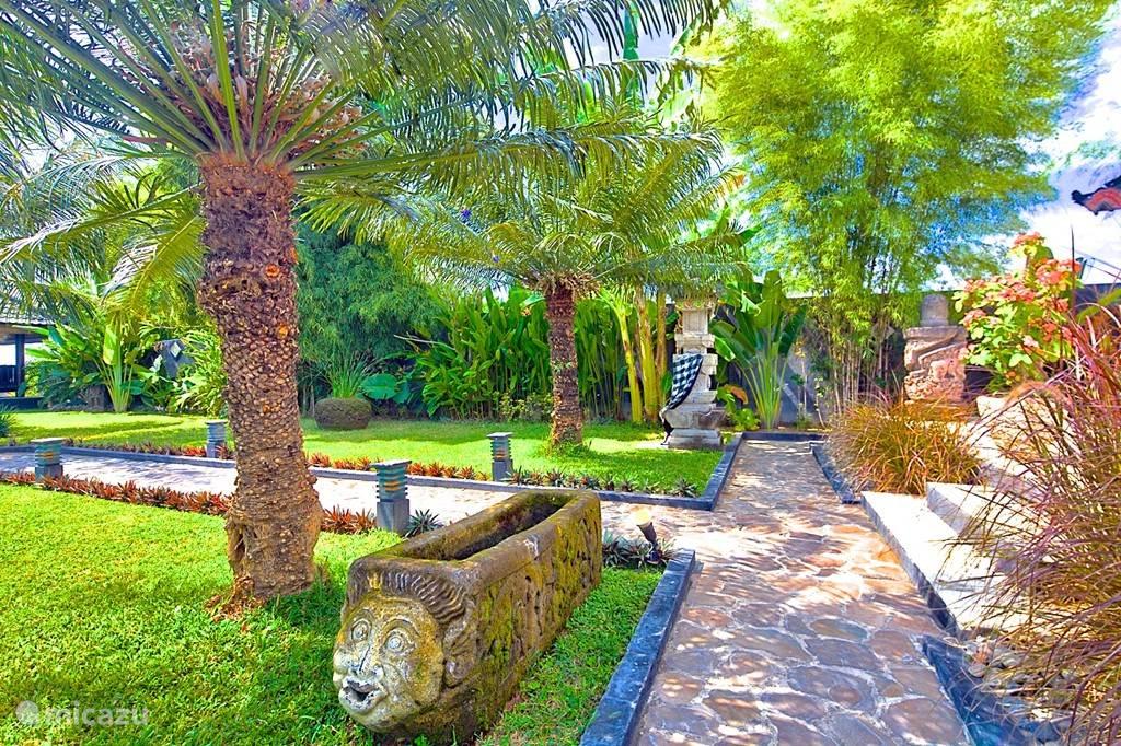 Tuin villa Nujum