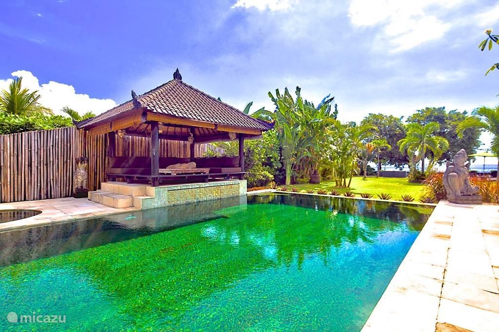 zwembad villa nujum