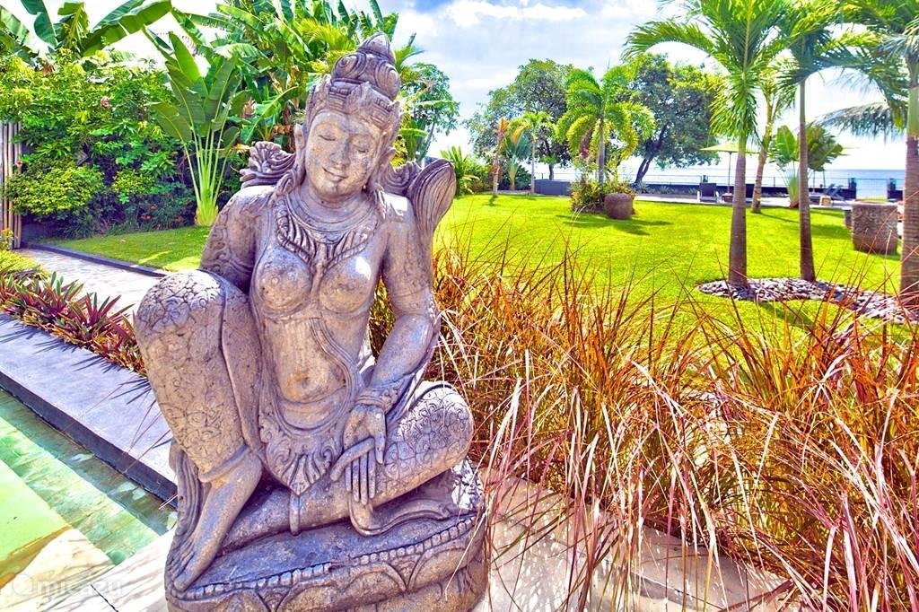 Overal in de villa vindt u balinese beelden en kunst