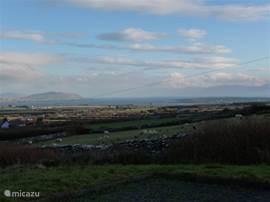 Uitzicht naar het zuiden met uitzicht op de vele stenenmuurtjes die kenmerkend zijn voor deze streek