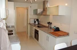 Aparte woon en zit keuken. Voldoende daglicht en voorzieningen. Toegang tot de bijkeuken en alle moderne apparaten zoals vaatwasser,koelkast, vrieskast, wasmachine en nog veel meer luxe en comfort.