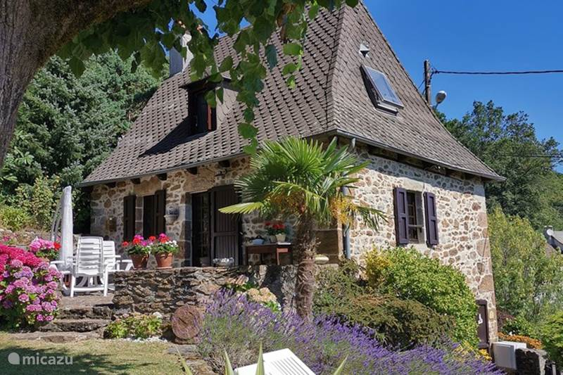 Vacation rental France, Cantal, Sansac-Veinazès Holiday house Rêve du Soleil