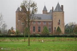 In Gelderland zijn heel veel kastelen te bezichtigen (zie voor openingstijden de website Stichting Geldersche Kasteelen)