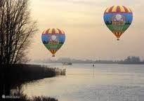 U kunt zelfs hete lucht ballonvaarten meemaken..