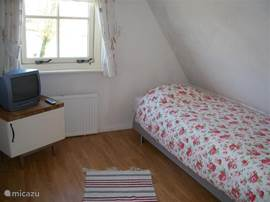 Vanuit de eenpersoons slaapkamer kun je Schardam zien liggen.bedlinnen is inclusief .