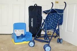Campingbedje, (opvouwbare) kinderstoel met afneembaar voorblad en een kleine buggy staan gratis tot uw beschikking.