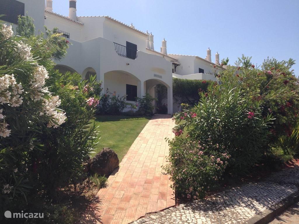 Vakantiehuis Portugal, Algarve, Alvor appartement Bougainville; zee, zon en zwembad