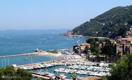 Directly on the Cote d'Azur are more marinas and seaside home. For our boat we have to find a lot of nice berth found in Cannes Marina just minutes from our house. From Cannes Marina you can enjoy cruising to the many enjoyable.
