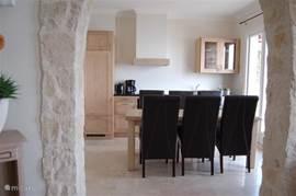 Keuken onder andere voorzien van koelkast met vriesvak, vaatwasser, oven, koffie zet apparaat en waterkoker.
