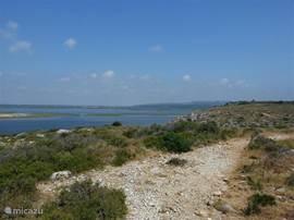 De kust is natuurlijk ook een prachtige uitstap (80 à 90 km).