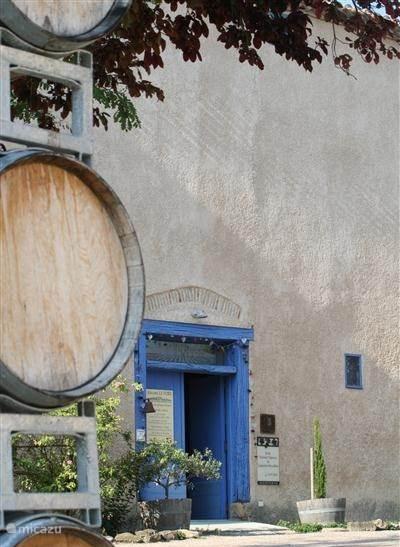 Wijndomein Le Fort, onze buur, is zeker een bezoek waard.  Kwaliteit en prijs staan in de juiste verhouding. Olijfolie, heerlijk druivensap en honing behoort eveneens tot hun streekprodukten.