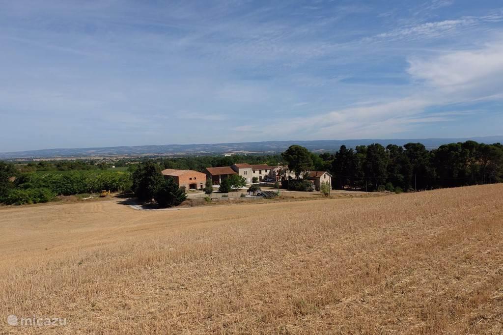 Domaine Fontales gezien vanop de prachtige heuvelrug.