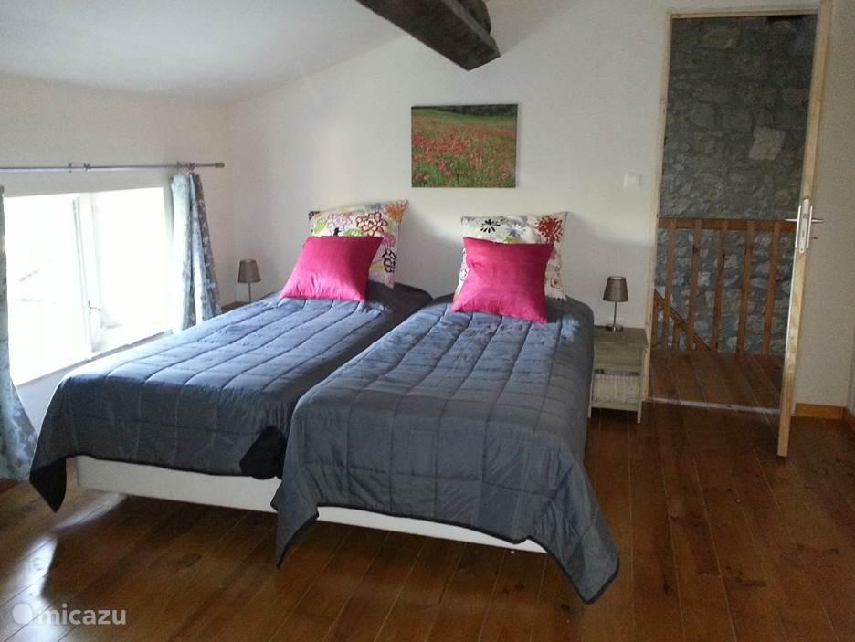 Derde slaapkamer op de tweede verdieping met grote in gemaakte kast en mooi panoramisch zicht.