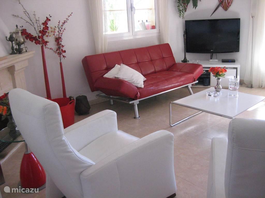 fijne relaxstoelen en een grote flatscreen tv