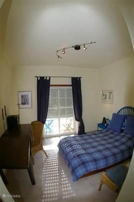 2 slaapkamer met dubbel bed.