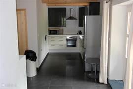 keuken met vaatwasser,oven,conbimagnetron,inductiekookplaat,koel-vriescombinatie,koffiezetapparaat,senseo