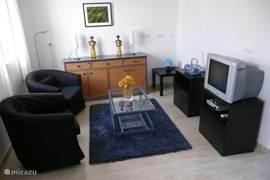 In de gezellige woonkamer kunt u ´s avonds heerlijk genieten van nederlandse tv of een leuke dvd.