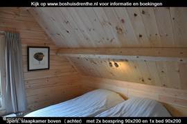 De 2 grote slaapkamers boven zijn luxe ingericht met ieder twee heerlijke eenpersoons boxsprings van 90x200 cm.