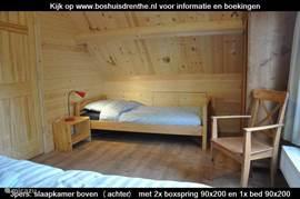 Op iedere slaapkamer boven zijn 2 extra eenpersoonsbedden van 90x200 cm geplaatst voor (onverwachte?) extra gasten.
